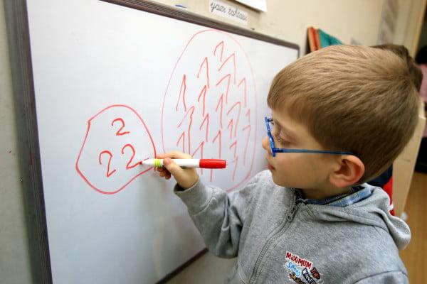Ekonomik durumu iyi olmayan ailelerin çocukları okul öncesi eğitime ulaşamıyor. [ANADOLU AJANSI]