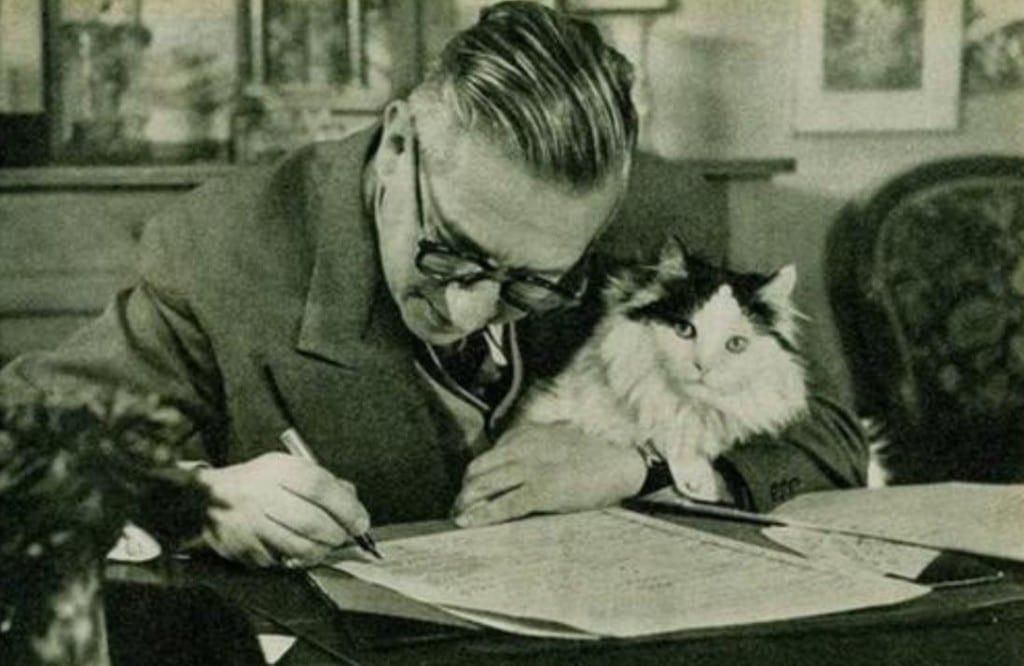 13 Jean-Paul Sartre