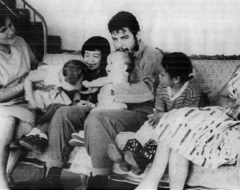 Aleida March, Camilo (h), Hilda (h), Che ile Celia (h) Aleida'nın dostlarıyla(h), 1963.