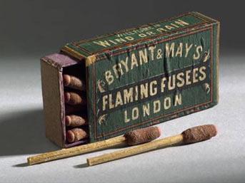 Kibrit Kibrit her ne kadar Çin''de 6. yüzyıldan Avrupa''da ise 16. yüzyıldan beri kullanılıyor olsa da günümüzde kullanılan sürtme yöntemiyle yanan kibritin icadı 1800''lere dayanır. Bildiğimiz kibriti 1826 yılında İngiliz kimyager John Walker icat etti. Konuyla ilgili ilk çalışmalar 1680''lerde Robert Boyle ve onun asistanı Godfrey Haukweicz tarafından yürütüldü. Boyle deneylerinde fosfor ve sülfür kullandı ancak çabaları başarılı sonuçlanmadı. Walker ise stibnit potasyum klorat reçine ve nişasta karışımının sert bir yüzeye sürtülmesiyle tutuştuğunu keşfetti. Kibritin seri üretimine 1862''de geçildi.
