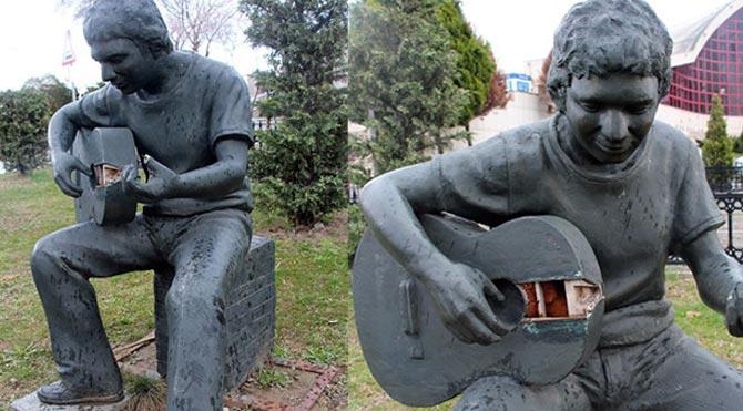 gitar-calan-cocuk