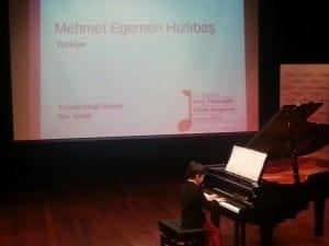 Uluslararası müzik yarışması Nar Sanat öğrencisi Mehmet Egemen Hızlıbaş