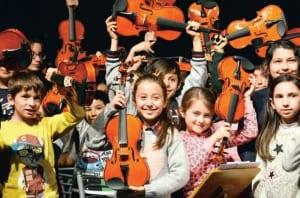 300 çocuktan barış için müzik